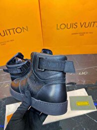 Beyaz Louis Vuitton Bot 6