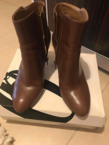Taba Nine West Bot
