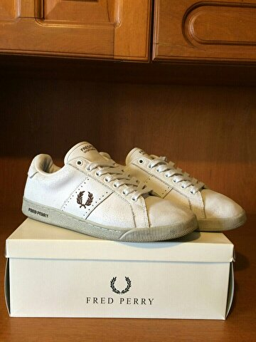 Beyaz Fred Perry Sneakers 300 TL 2