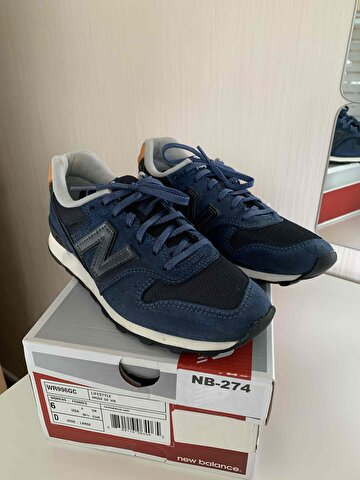 Lacivert New Balance Sneakers