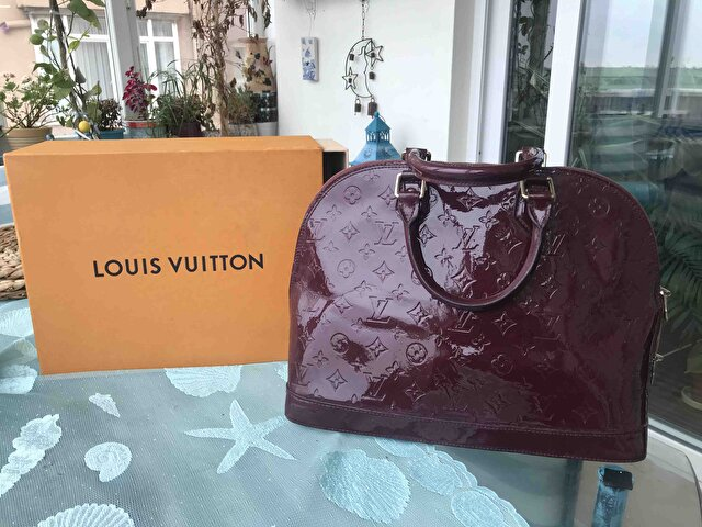 Bordo Louis Vuitton Kol Çantası 0