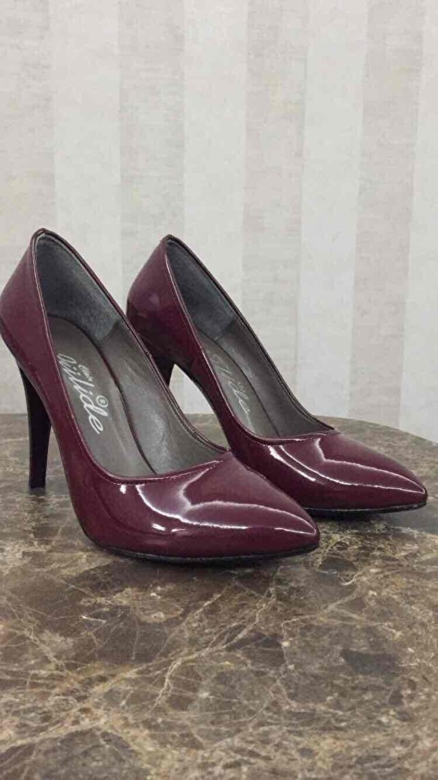 Bordo rugan stiletto