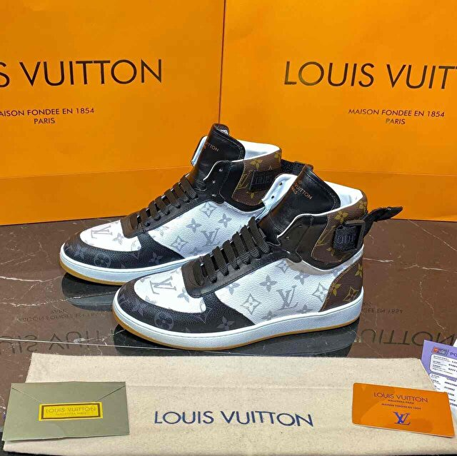 Beyaz Louis Vuitton Bot 0