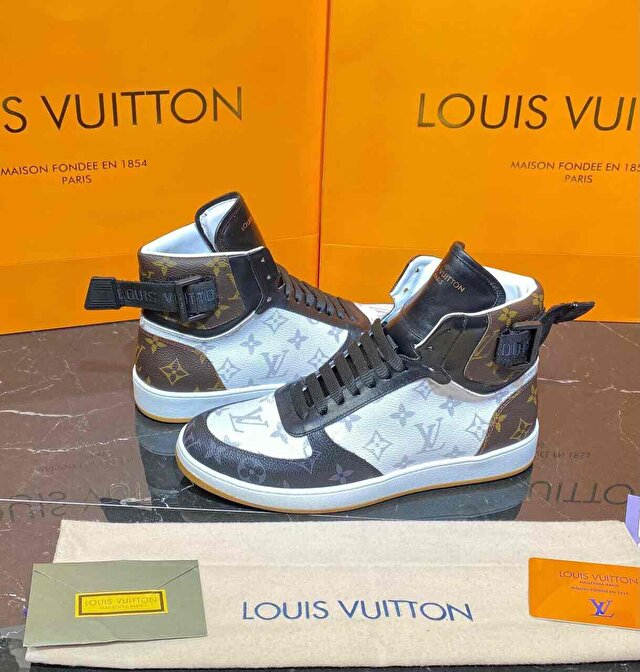 Beyaz Louis Vuitton Bot 1