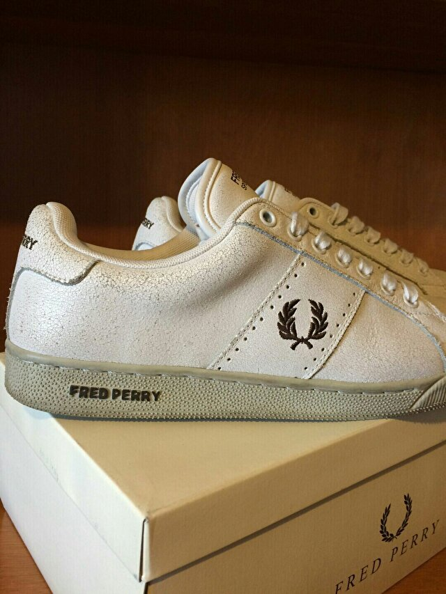 Beyaz Fred Perry Sneakers 300 TL 0