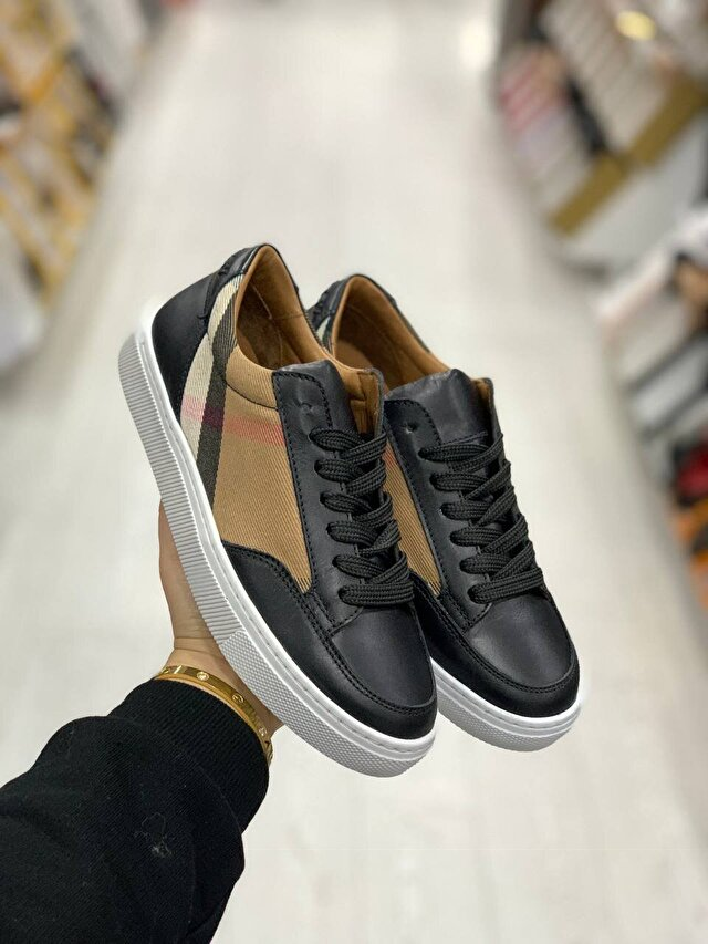 Beyaz Burberry Sneakers 2