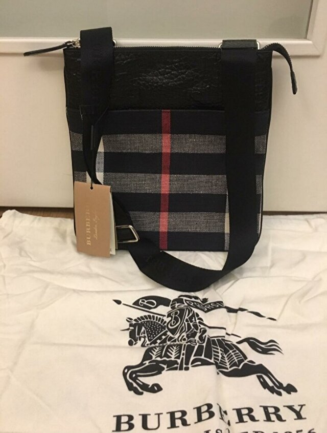 Burberry Kol Cantasi